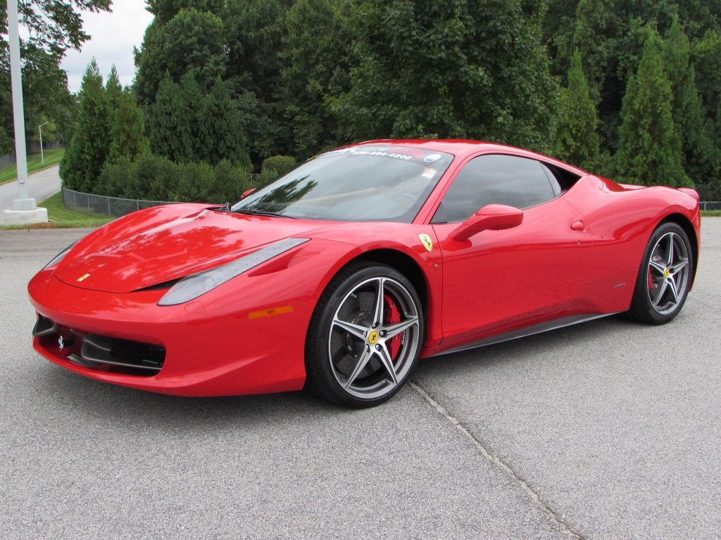 Kør Ferrari 458 Italia på bane på Jyllandsring i Aarhus eller i København