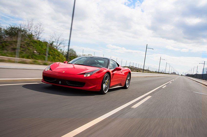 Oplevelsesgavekort - Kør Ferrari på gaden i København eller Aarhus